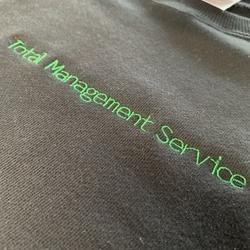 「株式会社トータルマネジメントサービス様」ロゴ+スウェットサムネイル